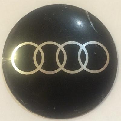 Наклейка на диск Audi 52 выпуклый черный с логотипом на колпачок колесных дисков