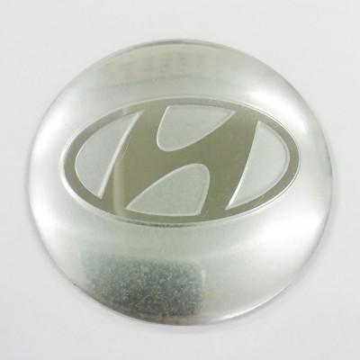 Наклейка на диск Hyundai D56 мм (Хромированный логотип на серебристом фоне) с логотипом на колпачок колесных дисков