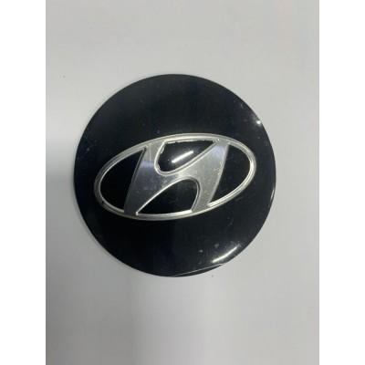 Наклейки Hyundai D56 алюминий (Серебристый логотип на черном фоне) с логотипом на колпачок колесных дисков