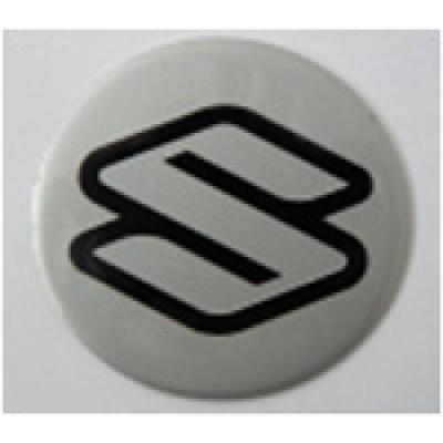 Наклейка на диск Suzuki 50 плоский серый с логотипом на колпачок колесных дисков